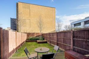 Modern 3 Bed, 2 Bath flat w/Garden in East Acton, Apartmány  Londýn - big - 15
