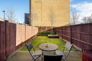 Modern 3 Bed, 2 Bath flat w/Garden in East Acton, Apartmány  Londýn - big - 16