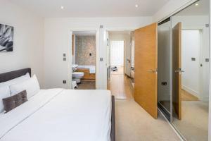 Modern 3 Bed, 2 Bath flat w/Garden in East Acton, Apartmány  Londýn - big - 18