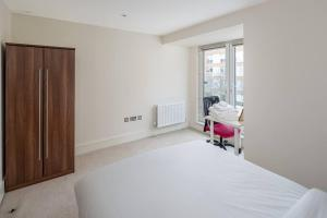 Modern 3 Bed, 2 Bath flat w/Garden in East Acton, Apartmány  Londýn - big - 19