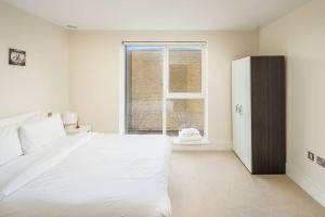 Modern 3 Bed, 2 Bath flat w/Garden in East Acton, Apartmány  Londýn - big - 24