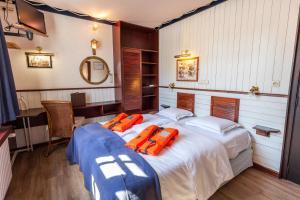 emblème de l'établissement Boat Hotel De Barge