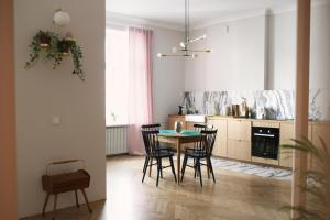Beautiful, spacious apartment (110m2) in historical building in Powisle