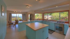 Ball Bay House - Norfolk Island Holiday Homes, Dovolenkové domy  Burnt Pine - big - 5