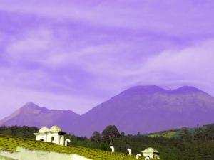 Vista de Volcanes B&B - Antigua Guatemala