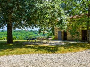 Cozy Farmhouse in Saint-Cernin France with Swimming Pool