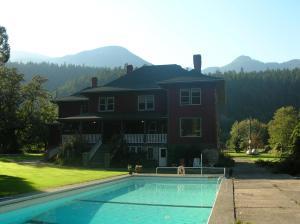 Sasquatch Crossing Eco Lodge B&B - Accommodation - Harrison Mills