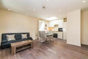NEW Modern 2BD House in the Heart of Hampstead, Апартаменты  Лондон - big - 1