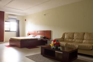 Hotel Mirambeau, Отели  Ломе - big - 41