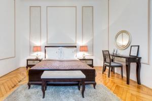 Esther's Fashion Street Luxury Apartment