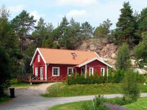 Four-Bedroom Holiday home in Fjällbacka 1, Ferienhäuser  Fjällbacka - big - 1