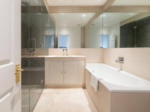 Amazing 3 Bed / 3.5 Bath Apt in South Kensington, Ferienwohnungen  London - big - 21