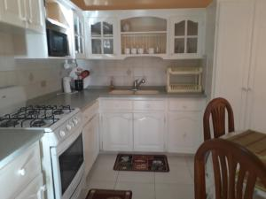 Sweet Serenity with Free Car, Apartmány  Saint James - big - 3