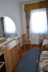 Leier Business Hotel, Aparthotels  Gönyů - big - 61