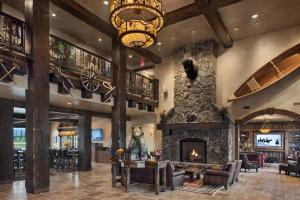 Country Inn & Suites by Radisson, Kalispell, MT - Glacier Lodge - Hotel - Kalispell