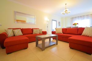 obrázek - Spacious Apartment with A/C, 5 walking min from the beach