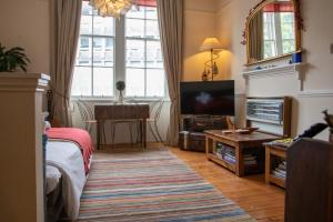Castle View Flat in Edinburgh City Centre Sleeps 4