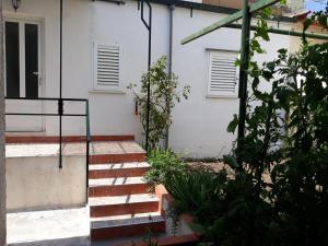 studio apartment garden