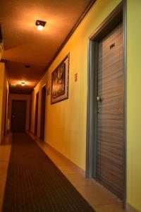 Hotel Leon, Hotely  Debar - big - 36
