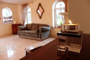 Westbrook House Guest Accommodation, Bed & Breakfasts  Ennis - big - 5