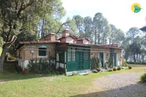 Auberges de jeunesse - 1 BR Boutique stay in MG road, Ranikhet (7841), by GuestHouser