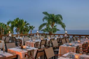 Mediterranean Beach Hotel (8 of 40)