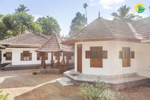 Auberges de jeunesse - 1 BR Homestay in Kannady, Alappuzha (8AC6), by GuestHouser
