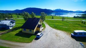 The Yellow House, Close EVE Airport & Lofoten - Hotel - Evenskjer