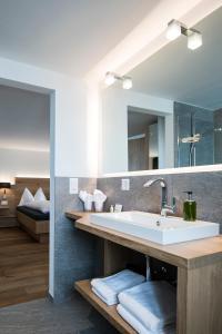 Hotel Grimsel Passhöhe, Отели  Обервальд - big - 43