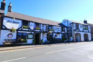 Ye Olde Cheshire Cheese Inn - Hathersage
