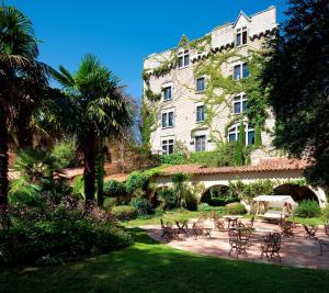 Location gîte, chambres d'hotes Château De Riell dans le département Pyrénées Orientales 66
