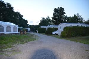 Camping La Venise Du Bocage, Campsites  Nesmy - big - 22