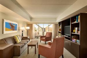 Embassy Suites by Hilton Milwaukee Brookfield, Hotels  Brookfield - big - 41