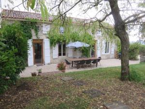 Les Moulins, Дома для отпуска  Génouillé - big - 1