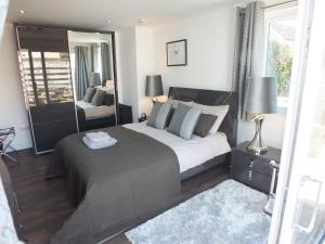 Prestwick Suites Luxury Apartment - Annbank Station