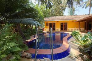 Pet-friendly villa with a pool, walking distance from Club Cubana, by GuestHouser