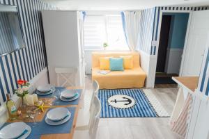 Marina House Apartments