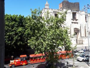 Balconi Su Piazza Dante - AbcAlberghi.com