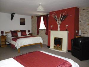 Room 1 - King Size Twin or Double Quiet Woman House