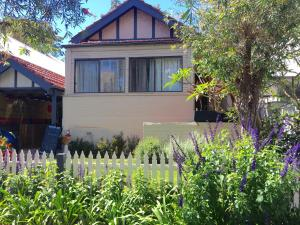 MANLY 2 bdrm CHARMING COTTAGE pets allowed