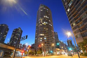 obrázek - Luxurious 2 Bed Condo, Great Downtown Location