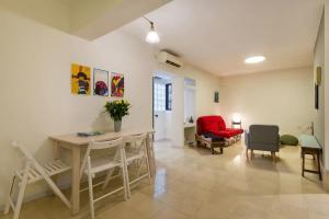 obrázek - Cozy Apartment in the Carmel Center