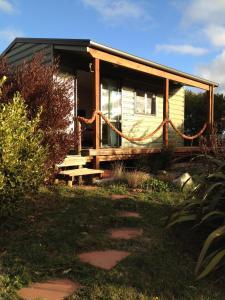 Church Bay cabin: sunny, great views - Apartment - Lyttelton