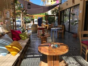 Hostales Baratos - Hostal Rhodes Backpackers Boutique