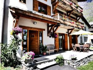 Location gîte, chambres d'hotes Chez Mamie Anna (B&B et Chalet) dans le département Savoie 73