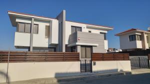 Sand Beach Villa, Holiday homes  Voroklini - big - 1