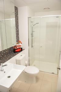 Modern 639 Lonsdale APT, Apartmanok  Melbourne - big - 21