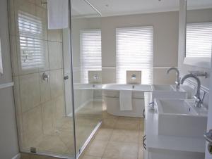 Kenjockity Self Catering Apartments, Apartmány  Hermanus - big - 89