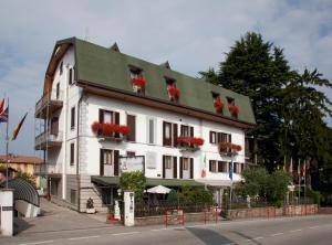 Hotel Ungheria Varese 1946 - AbcAlberghi.com