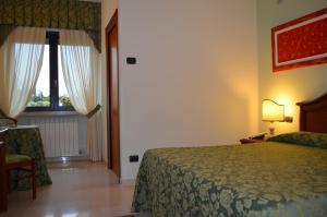 Hotel Olioso, Отели  Пескьера-дель-Гарда - big - 9